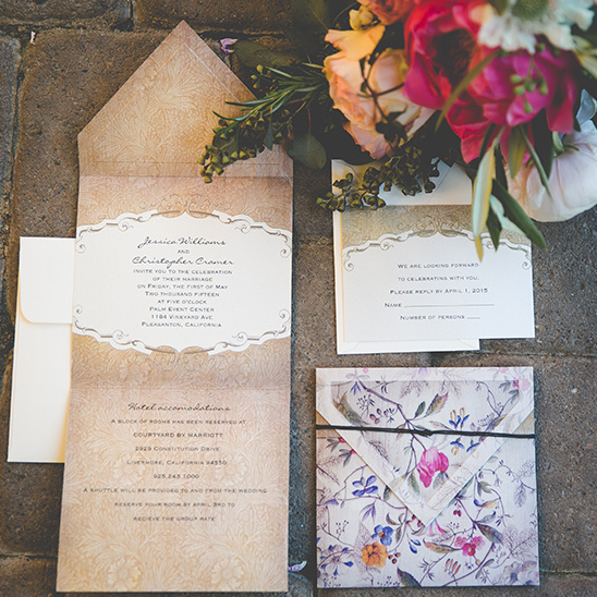 floral invitation suite design @weddingchicks
