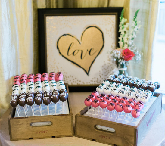 wedding cake pops @weddingchicks