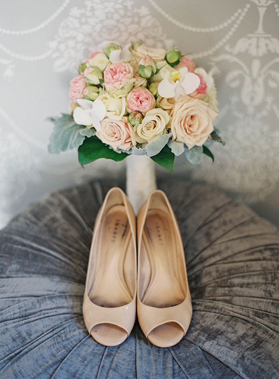 nude wedding shoes @weddingchicks