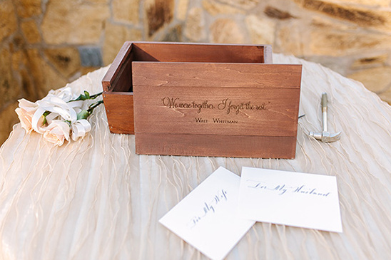 cute wedding keepsake box @weddingchicks