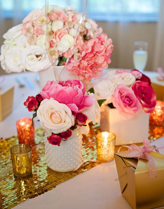 Pink and white rose centerpiece from Afloral @weddingchicks