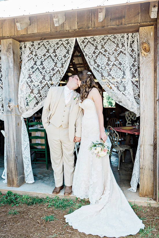country chic wedding @weddingchicks