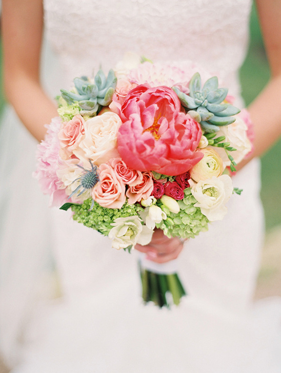 peony and rose wedding bouquet @weddingchicks