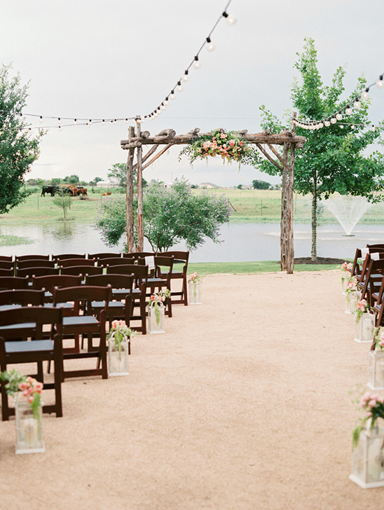 beautiful outdoor wedding ceremony venue @weddingchicks
