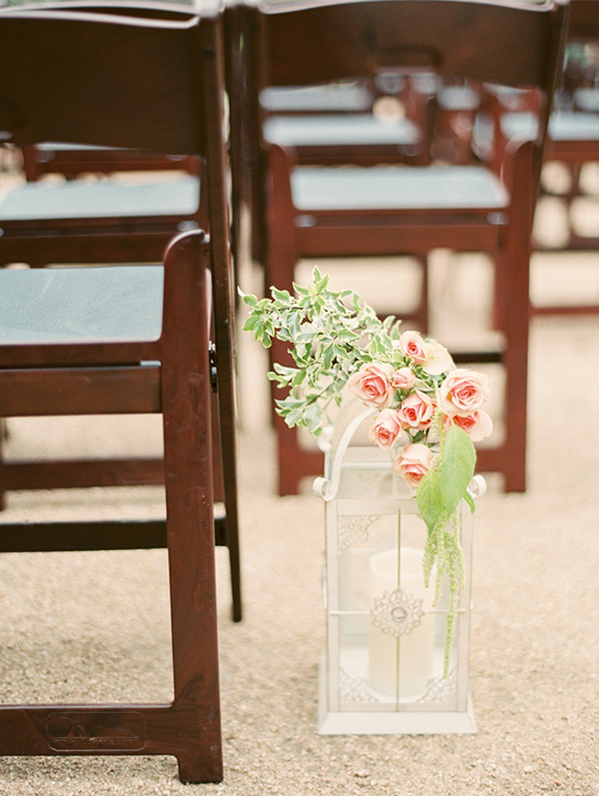 lantern and rose aisle decor @weddingchicks