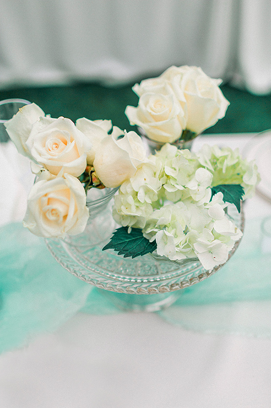 rose and hydrangea centerpiece @weddingchicks