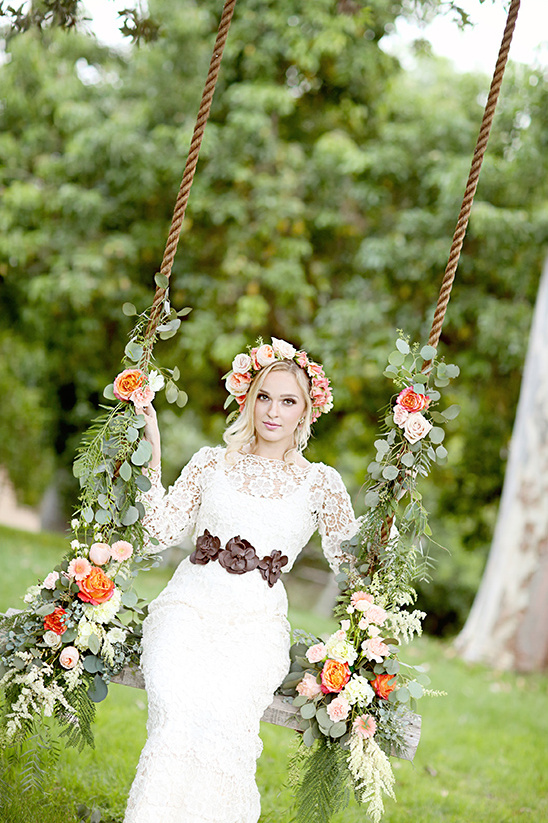 floral wedding swing @weddingchicks