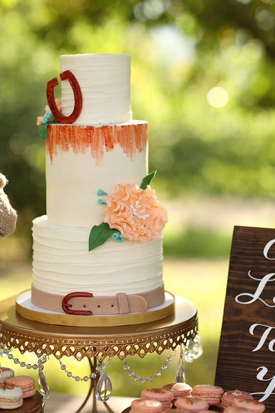 country style wedding cake @weddingchicks