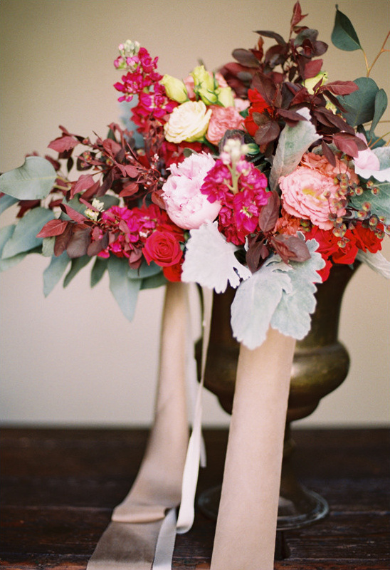 romantic red and pink bouquet @weddingchicks