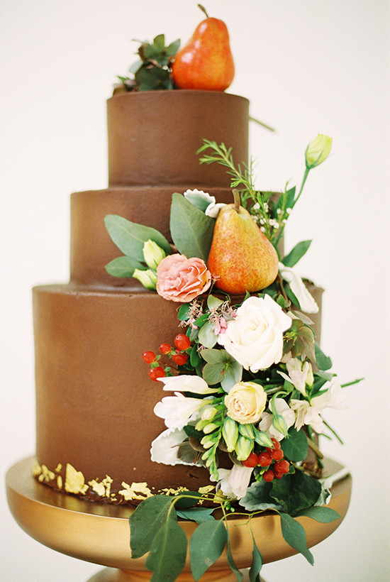 chocolate wedding cake @weddingchicks