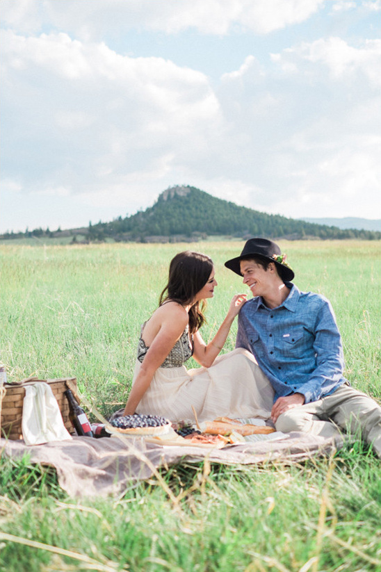 country engagement photo ideas @weddingchicks