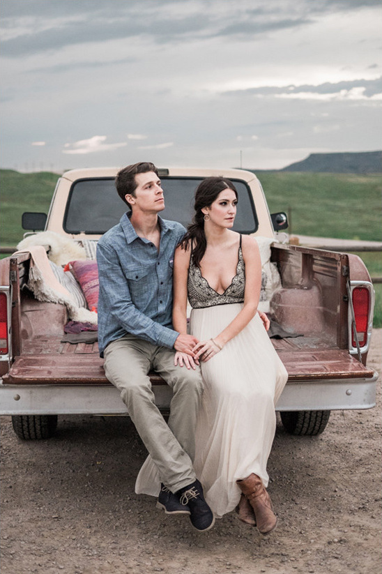 old truck wedding photography @weddingchicks