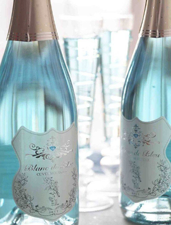 Wedding worthy blue sparkling wine by Blanc de Bleu. @weddingchicks