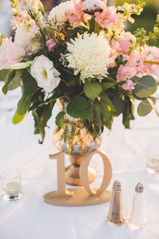 gold table numbers and centerpiece @weddingchicks