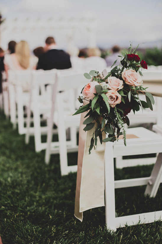 rose aisle decor @weddingchicks