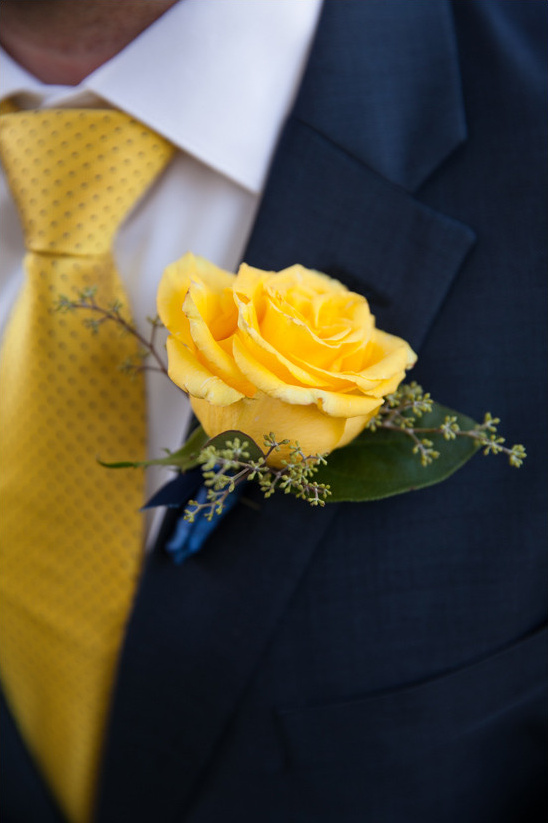 yellow rose boutonniere @weddingchicks
