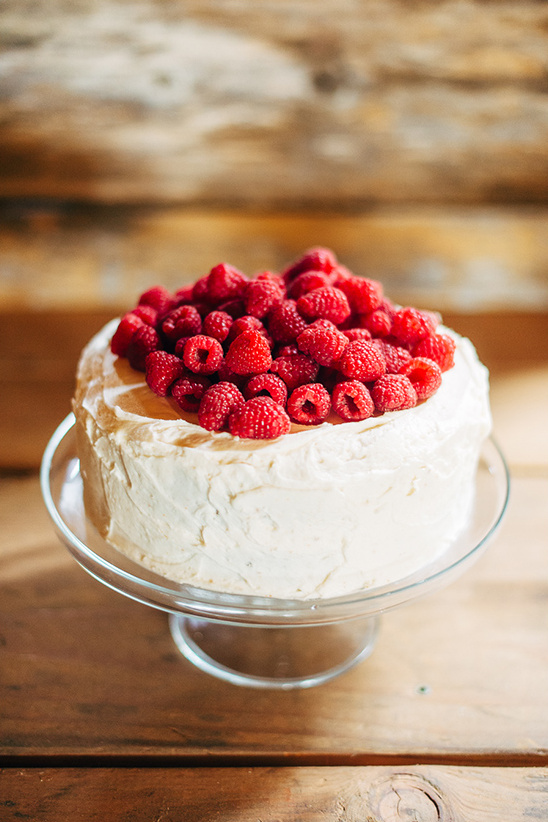 raspberry wedding cake @weddingchicks