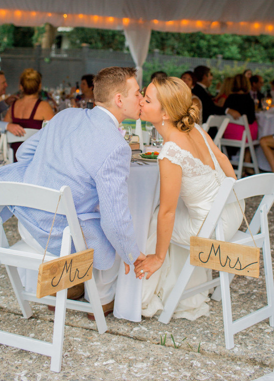 mr and mrs sweetheart seat signs @weddingchicks
