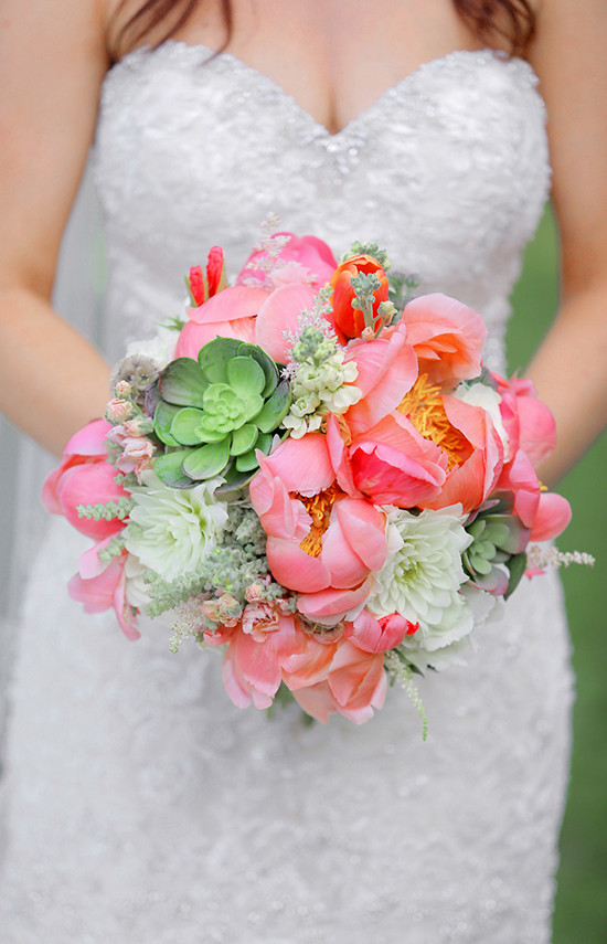 pink and green wedding bouquet @weddingchicks