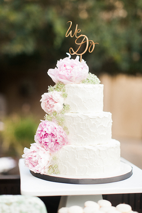 wedding cake with peonies @weddingchicks