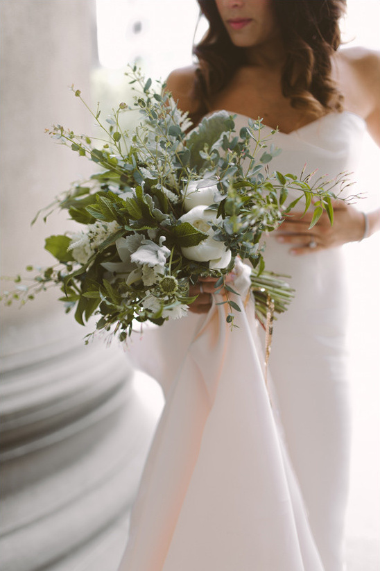 white and green bouquet @weddingchicks