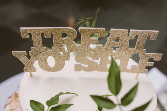 treat yoself cake topper @weddingchicks