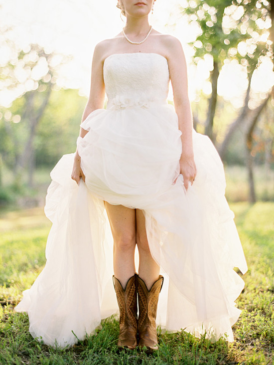cowboy boots and pearls @weddingchicks