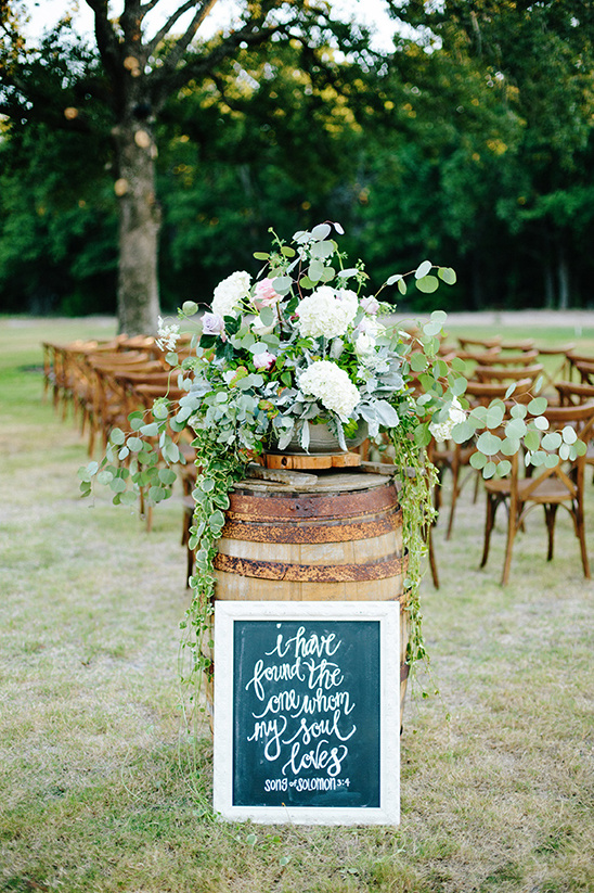 whiskey barrel decor @weddingchicks