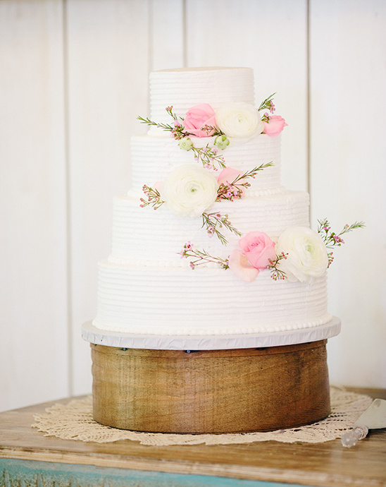 pink and white wedding cake @weddingchicks