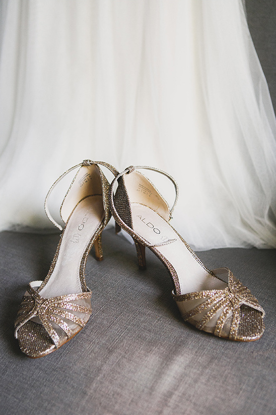 gold sparkle wedding heels @weddingchicks