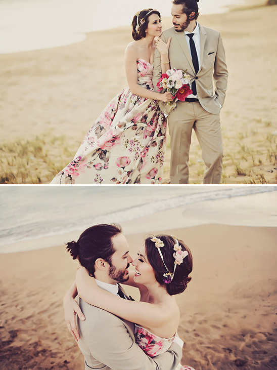 beach wedding photos @weddingchicks