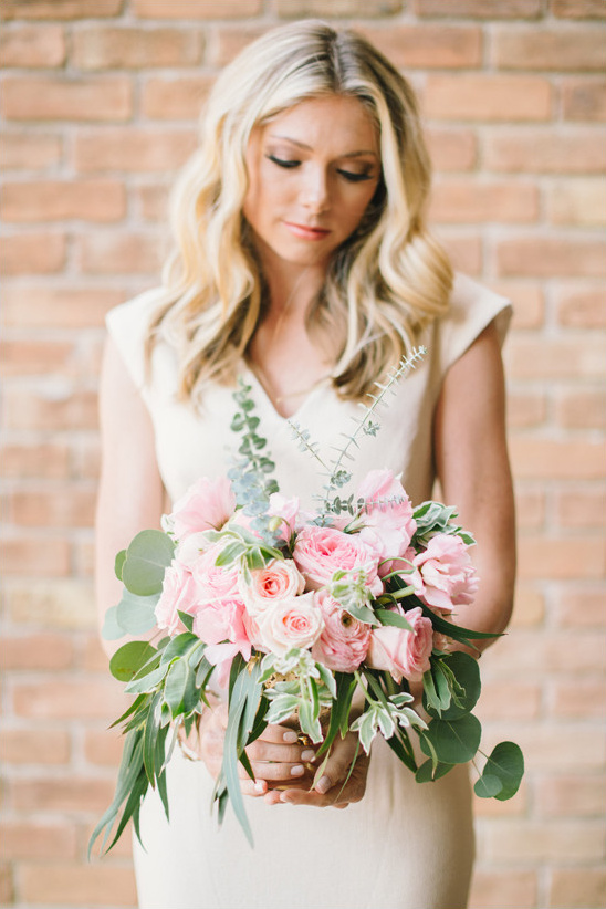 rose and eucalyptus bouquet @weddingchicks