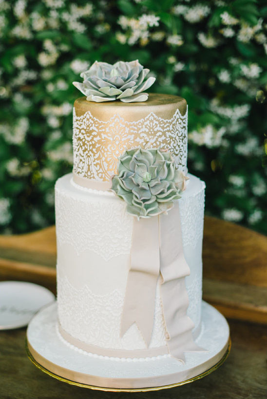 gold and white succulent cake @weddingchicks