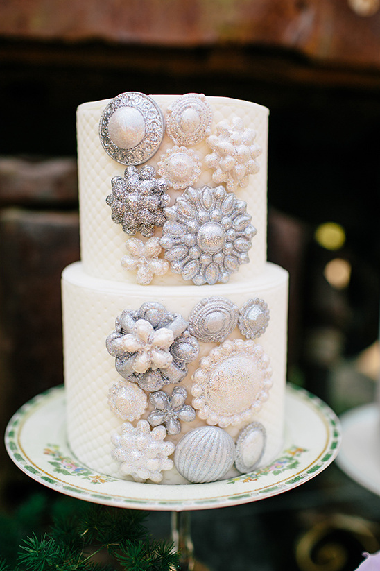 #weddingcake #brooches @weddingchicks