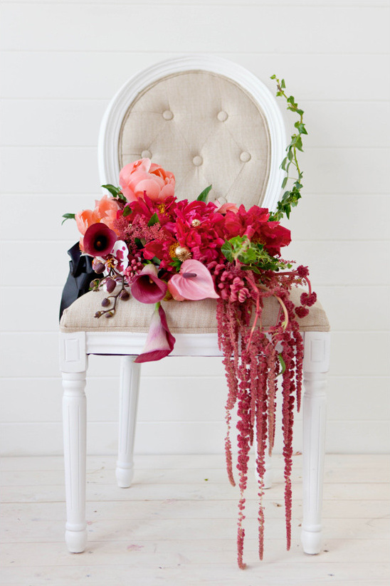 red and pink bouquet @weddingchicks