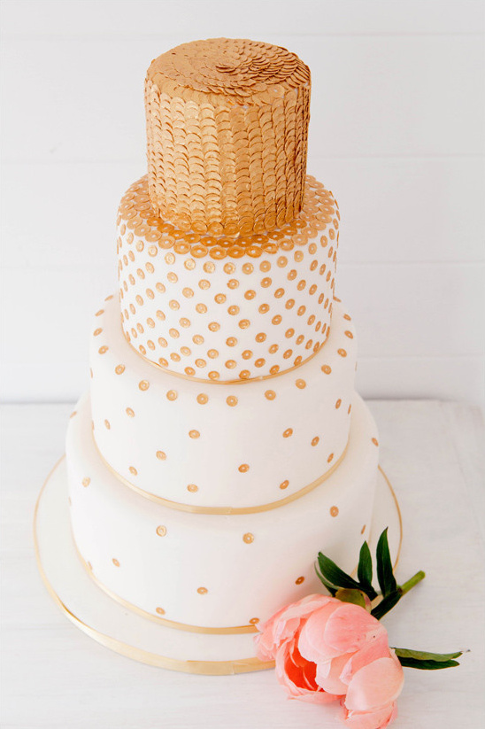 gold sequin cake @weddingchicks