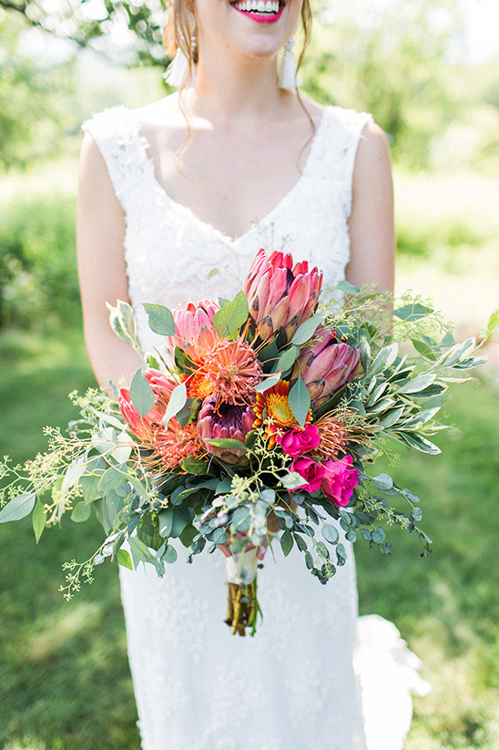 bright pink and orange bouquet @weddingchicks