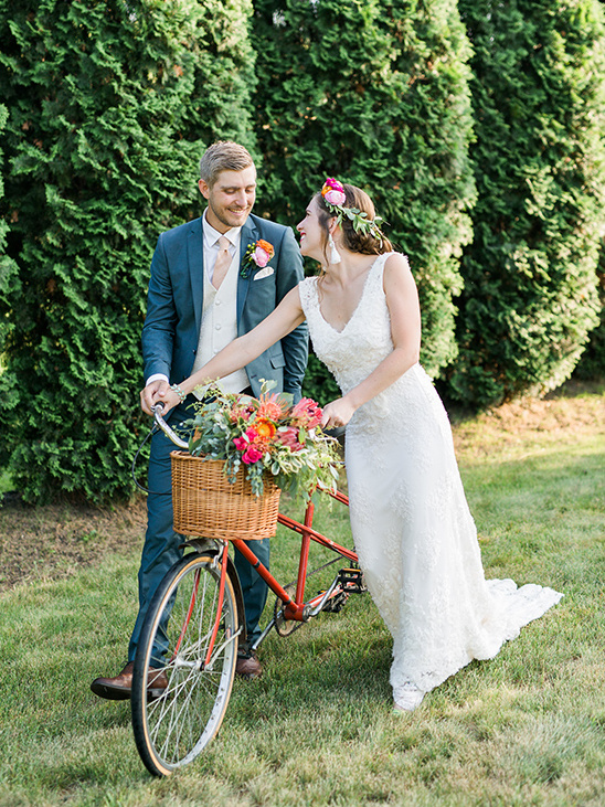 vintage tandem bike wedding transportation @weddingchicks