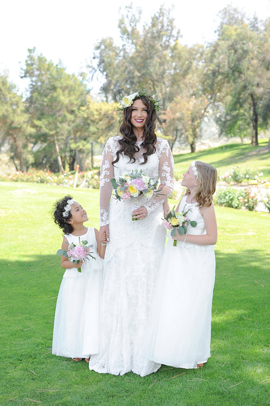 white flower girl dresses @weddingchicks