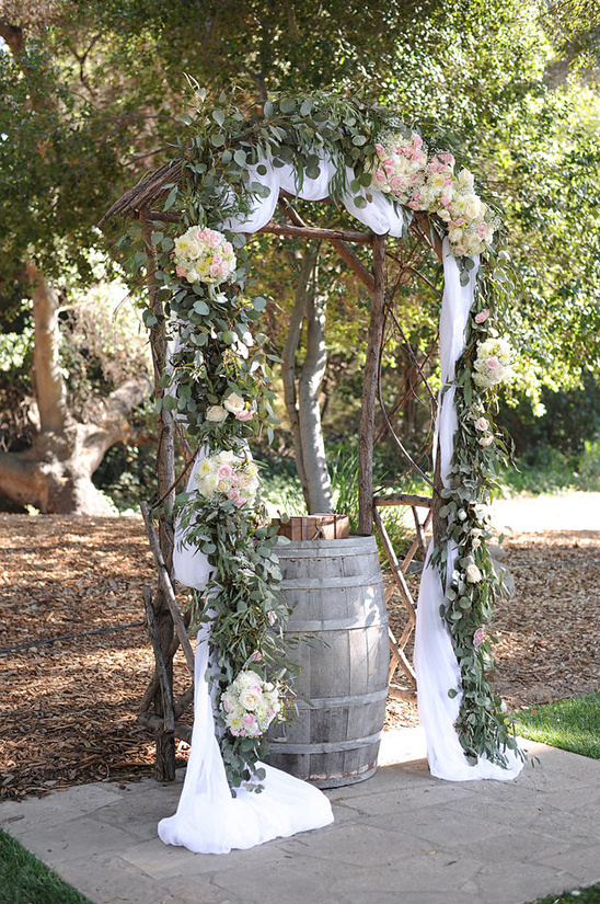 rose wedding arbor @weddingchicks