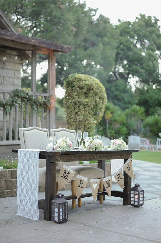 wedding sweetheart table @weddingchicks