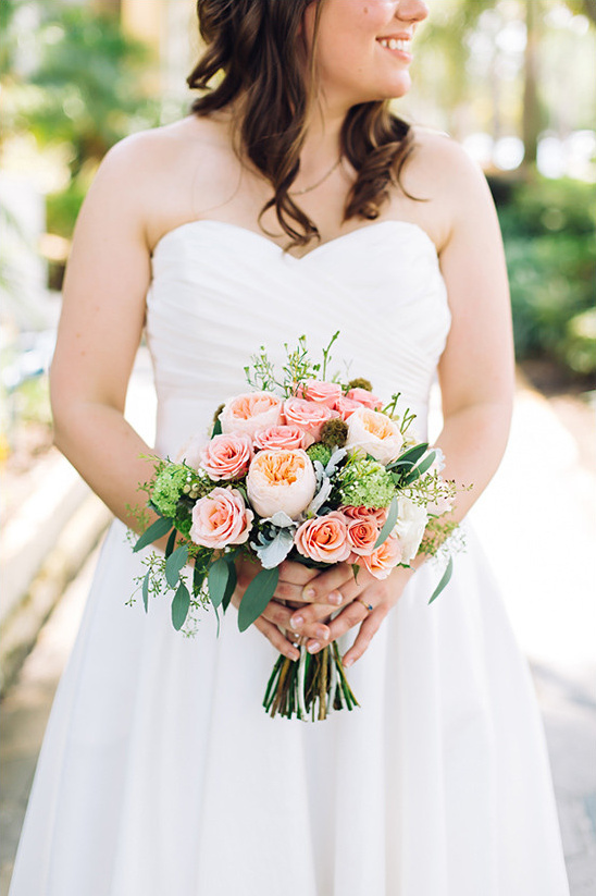 peach wedding bouquet @weddingchicks