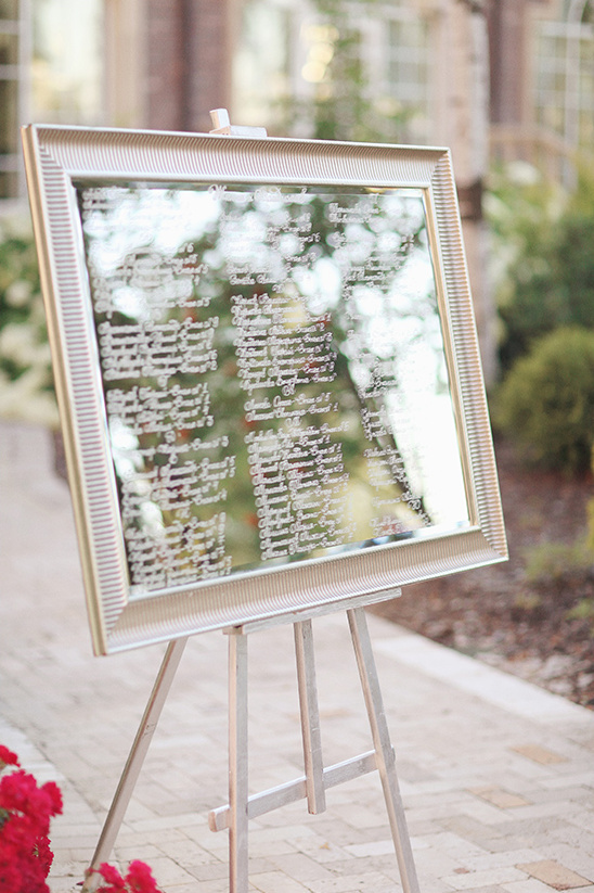 mirror seating chart @weddingchicks