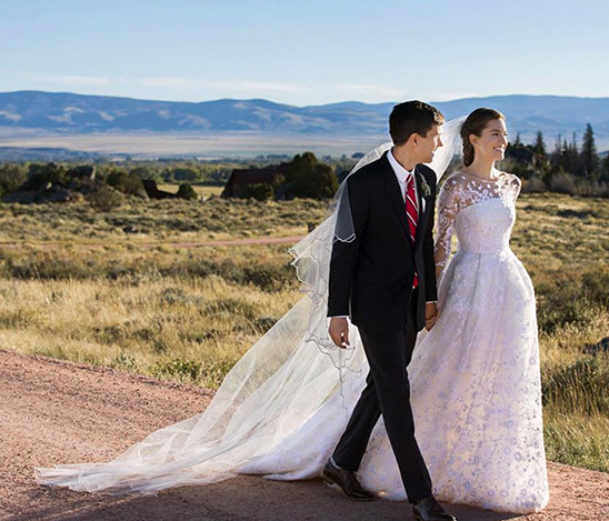 Allison Williams wedding dress @weddingchicks