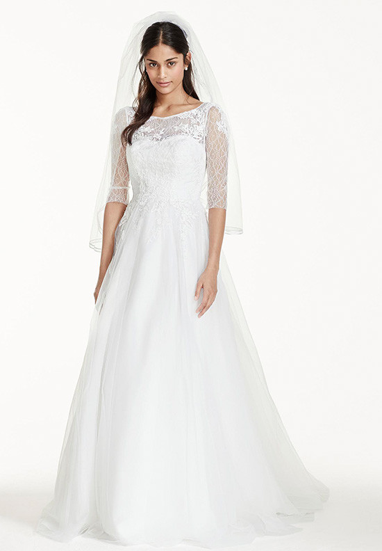 long sleeve lace wedding gown @weddingchicks
