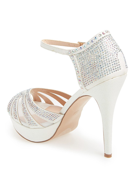 wedding heels with crystals @weddingchicks