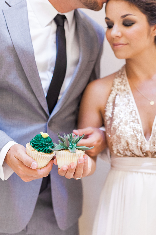 cactus cupcakes @weddingchicks