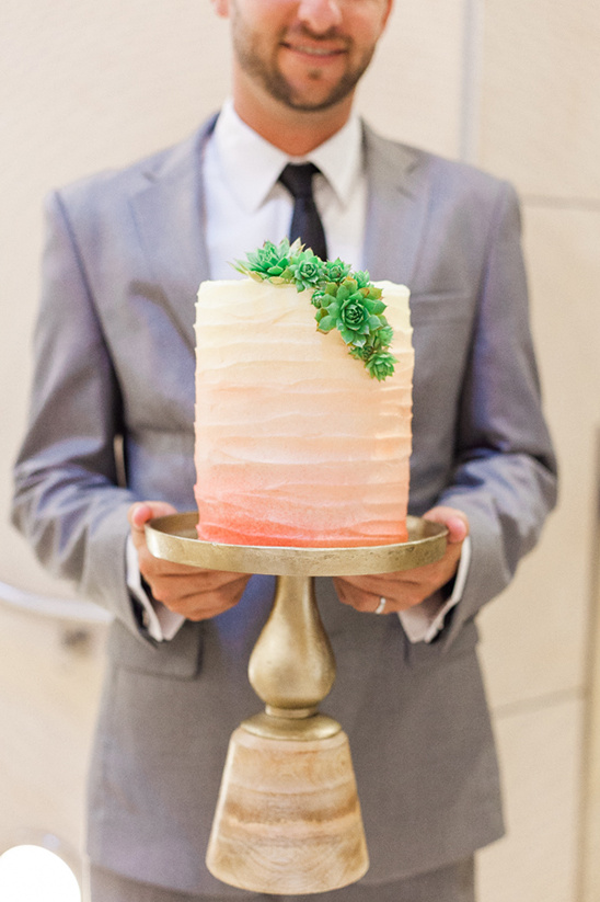 peach ombre wedding cake @weddingchicks