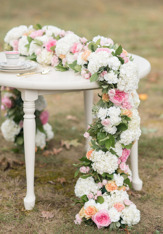 Flower table runner coordinated by Yohana Williams Weddings @weddingchicks