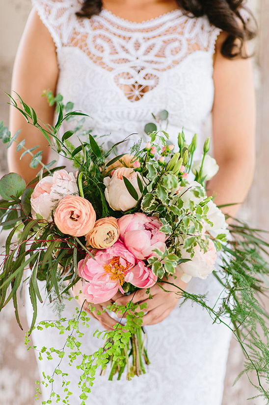 pink and peach bridal bouquet @weddingchicks
